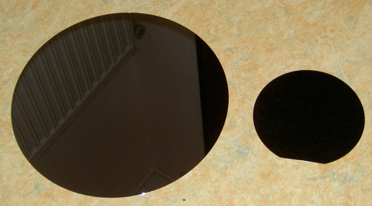 silicon wafer from https://commons.wikimedia.org/wiki/File:Siliziumwafer.JPG
